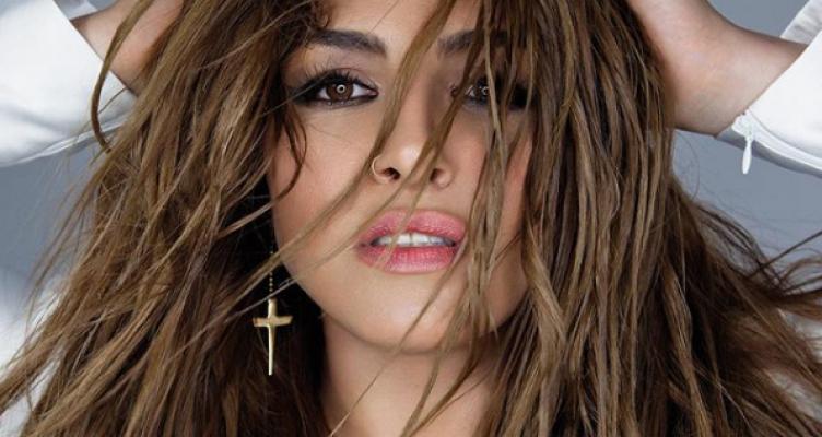 Έλενα Παπαρίζου: Ποζάρει χωρίς μακιγιάζ και είναι κούκλα…
