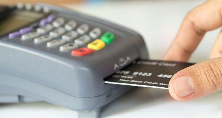 POS παντού – Μειώνεται το όριο στις συναλλαγές με μετρητά