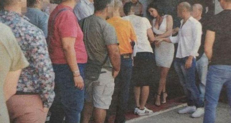 Ατελείωτες ουρές από Έλληνες σε casting για ταινίες πορνό (Φωτό)