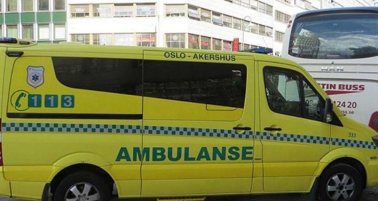 Ένοπλος έριξε κλεμμένο ασθενοφόρο πάνω σε πεζούς, τραυματίζοντας οικογένεια με δύο μωρά