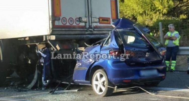 Φρικτό τροχαίο: Αυτοκίνητο καρφώθηκε στο πίσω μέρος φορτηγού – Νεκρός ο οδηγός