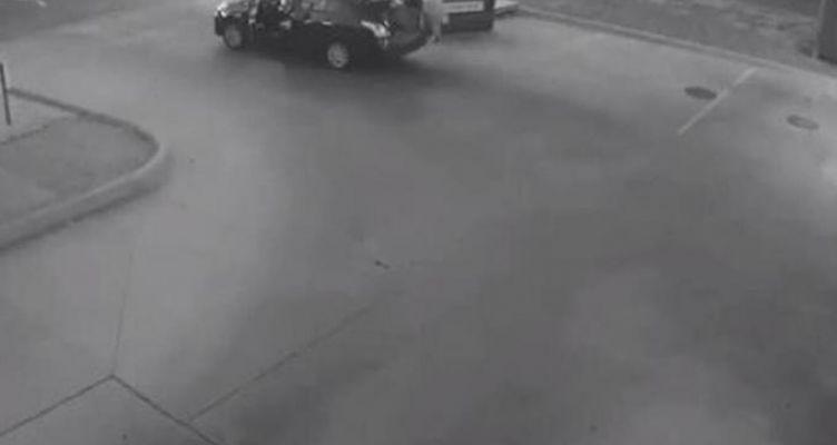 Άνδρας πετά το πτώμα γυναίκας σε κάδο σκουπιδιών (Βίντεο)