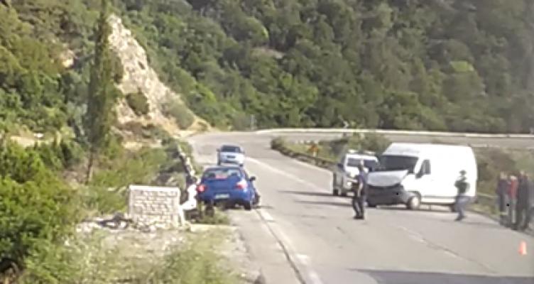 Τροχαίο ατύχημα το απόγευμα της Πέμπτης στην Ναυπάκτου – Ιτέας (Βίντεο)
