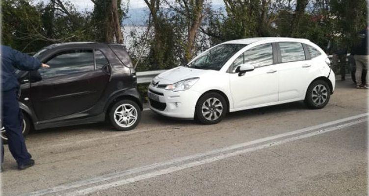 Καραμπόλα τριών αυτοκινήτων στην Αμφιλοχία
