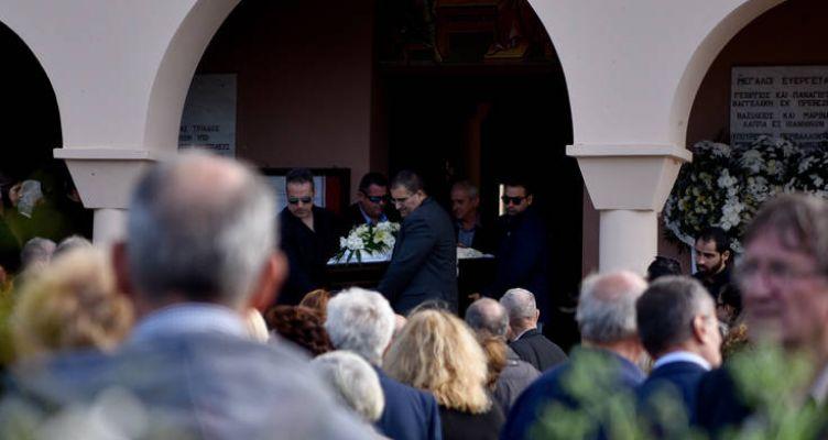 Συγκίνηση στην κηδεία του Περικλή Βασιλάκη – Είπαν το «τελευταίο αντίο» (Φωτό)