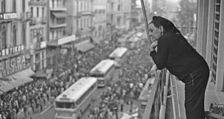 Η «τραγουδίστρια της Νίκης», Σοφία Βέμπο το βράδυ της εξέγερσης του Πολυτεχνείου