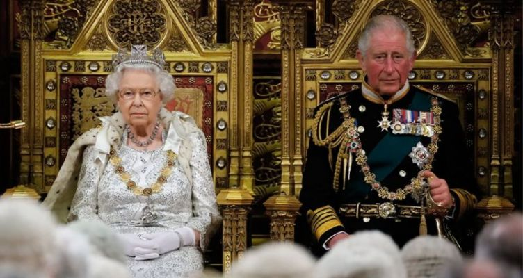 Δημοσίευμα-«βόμβα» της Sun: Η βασίλισσα Ελισάβετ παραιτείται!