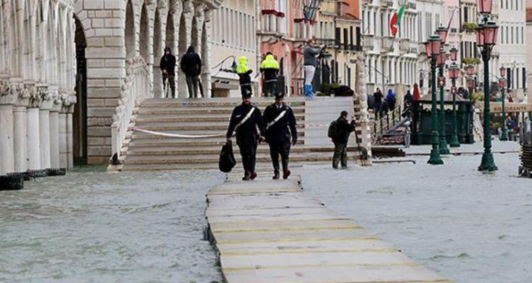 Στο έλεος των υδάτων η Βενετία: Πλημμύρισε για τρίτη φορά μέσα σε μια εβδομάδα