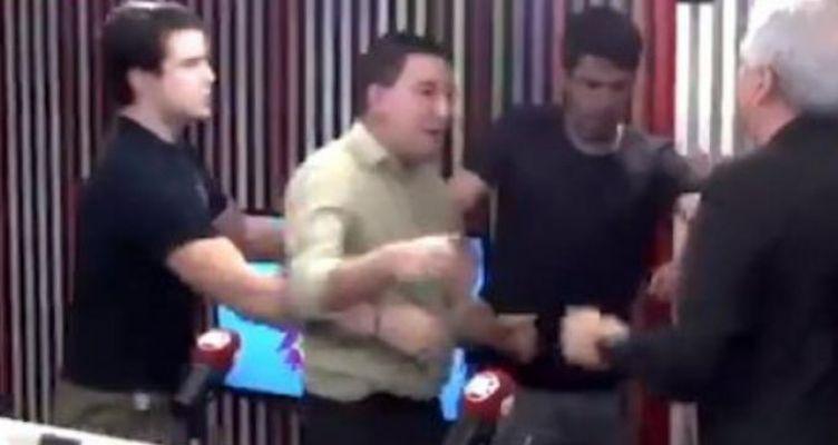 Ξύλο σε ραδιοφωνικό στούντιο: Βραζιλιάνος και Αμερικανός πιάστηκαν στα χέρια