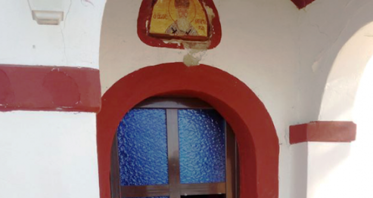 Στο στόχαστρο αγνώστων βρέθηκε το εκκλησάκι του Αγίου Νεκταρίου