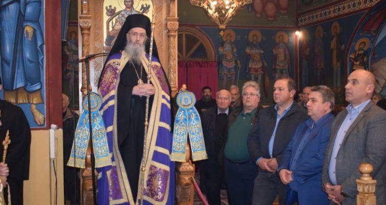 Εορτάζει ο Ιερός ναός του Αγίου Νικολάου στο Αντίρριο – Πλήθος κόσμου στον Εσπερινό
