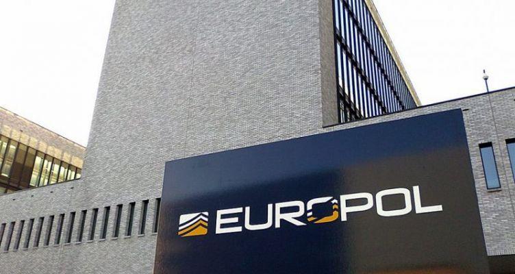 Europol: Πάνω από 200 άτομα συνελήφθησαν για ξέπλυμα μαύρου χρήματος