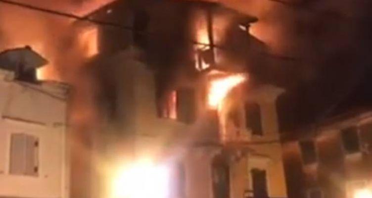 Φωτιά σε νησί του Ιονίου: Γυναίκα πήδηξε με το παιδί της για να σωθεί (Βίντεο)