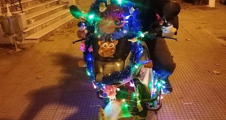 Χριστούγεννα 2019: Ο πιο γιορτινός ντελιβαράς κερδίζει τις εντυπώσεις