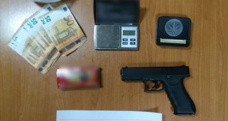 Συνελήφθη 39χρόνος στην Πάλαιρο Αιτ/νίας για κατοχή ναρκωτικών και παράνομη οπλοκατοχή
