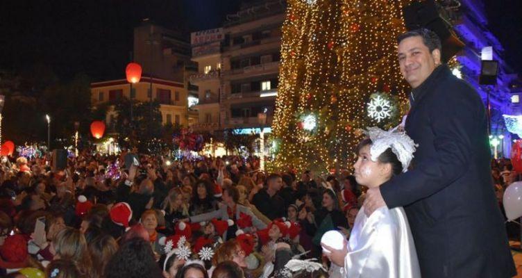 Αγρίνιο: Λαμπρή εκδήλωση η φωταγώγηση του Χριστουγεννιάτικου Δέντρου (Βίντεο – Φωτό)