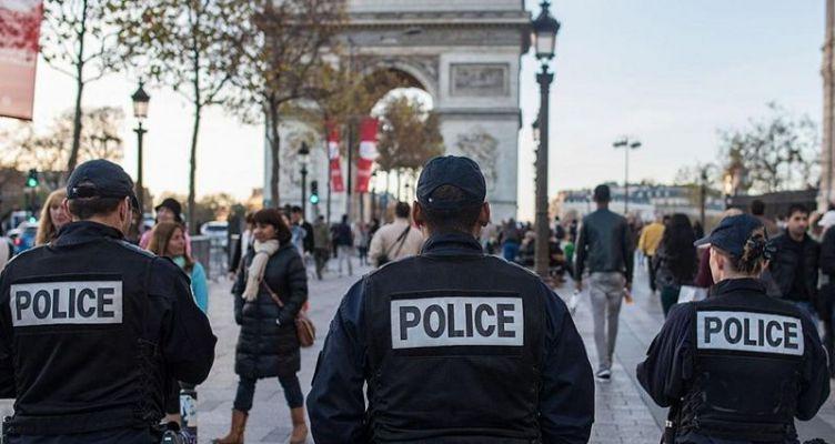 Παρίσι: Άνδρας απείλησε με μαχαίρι αστυνομικούς