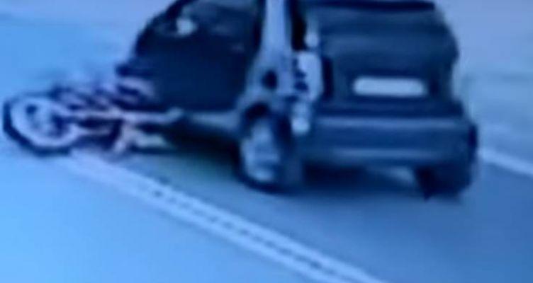 Βίντεο – σοκ από το θανατηφόρο τροχαίο: Μοτοσικλετιστής καρφώθηκε κάτω από αυτοκίνητο