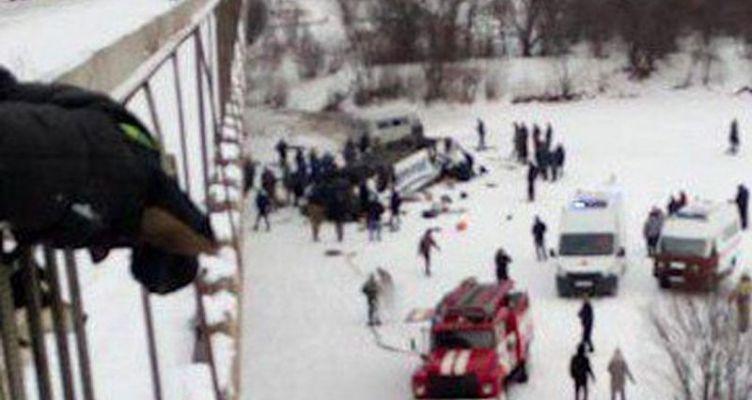 Τραγωδία στη Ρωσία: Λεωφορείο έπεσε από γέφυρα σε παγωμένο ποταμό – 19 νεκροί