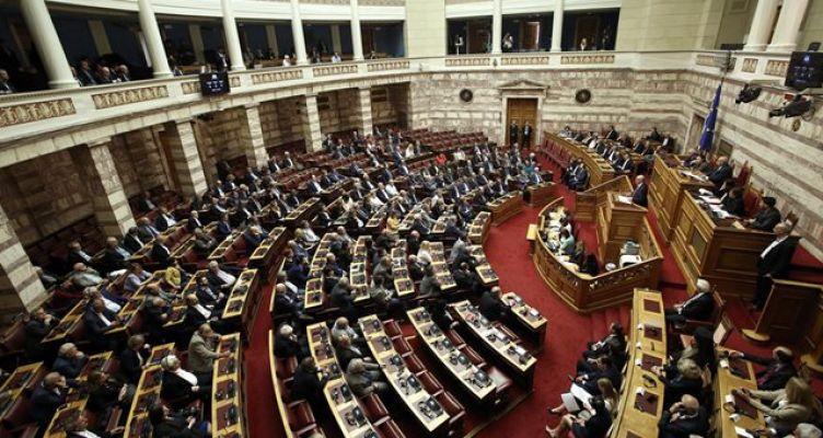 Υπερψηφίστηκε το νομοσχέδιο για τις πορείες με απόντες Παπανδρέου και Καστανίδη