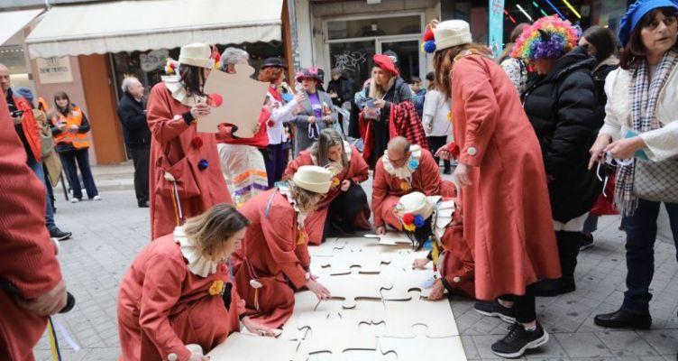 Πατρινό Καρναβάλι: Ζωγράφοι στον πεζόδρομο μαγνήτισαν τους περαστικούς…