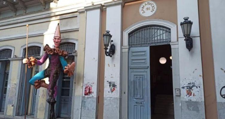 Βάνδαλοι έκαψαν Μπάστακες – Από τη φωτιά κινδύνεψε το Δημαρχείο Πατρέων