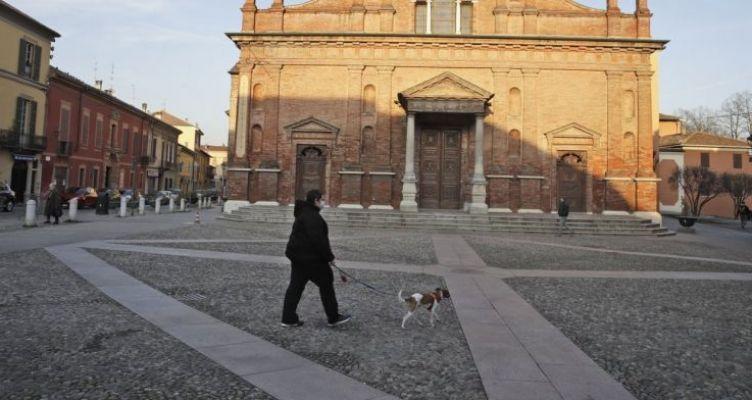 Κοροναϊός: 34 κρούσματα σε μία ημέρα και 12 πόλεις σε καραντίνα στην Ιταλία