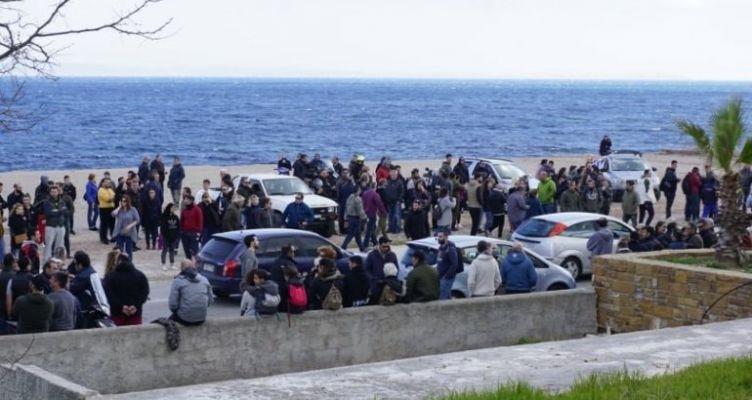 Χίος: «Ντου» από πολίτες σε ξενοδοχείο που έμεναν τα ΜΑΤ – 8 τραυματίες