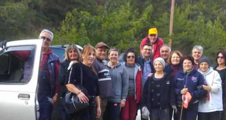 Εθελοντές καθάρισαν τον περιφερειακό δρόμο στον Αστακό