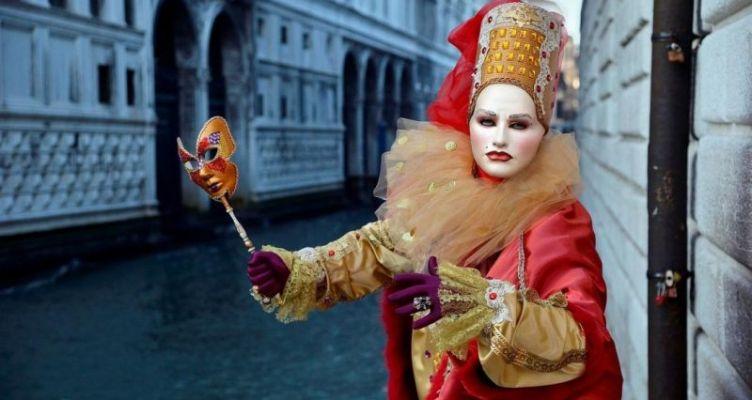 Ο κοροναϊός «τελειώνει» το καρναβάλι της Βενετίας – Ακυρώθηκαν όλες οι εκδηλώσεις