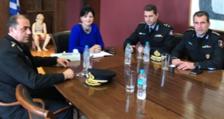 Συνάντηση της Μαρίας Σαλμά με νέα διοίκηση Πυροσβεστικής
