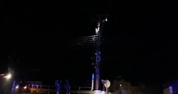 Καινούργιο: Διακοπή ρεύματος εξαιτίας πυρκαγιάς σε κολώνα (Φωτό)