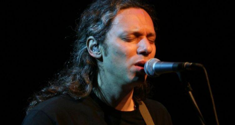Τραγούδι ελπίδας από τον Αλκίνοο Ιωαννίδη με αναφορά στον Τσιόδρα (Βίντεο)