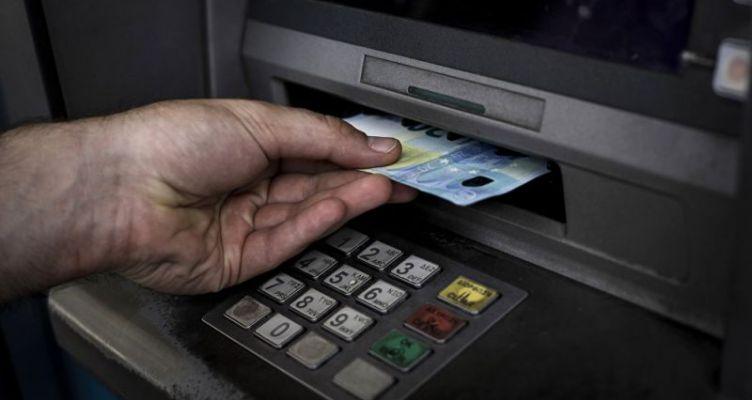 Μεσολόγγι: Λίγα τα Α.Τ.Μ. των τραπεζών για την εξυπηρέτηση του κόσµου