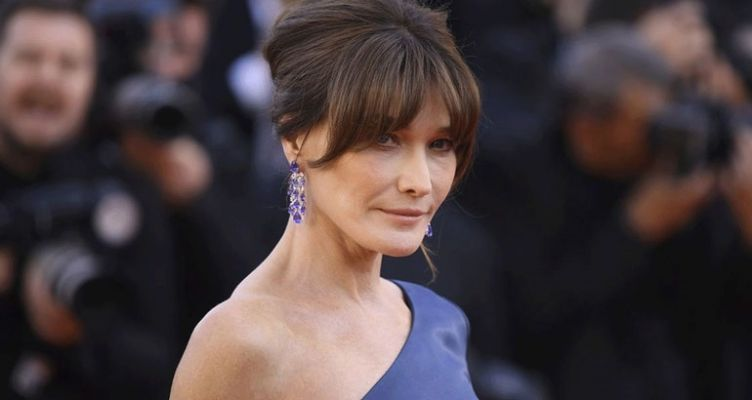 H δημόσια συγγνώμη της Carla Bruni για την πλάκα που έκανε για τον κορωνοϊό