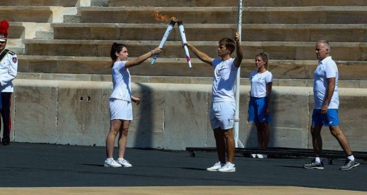Διακόπτει την Ολυμπιακή Λαμπαδηδρομία η Ε.Ο.Ε.