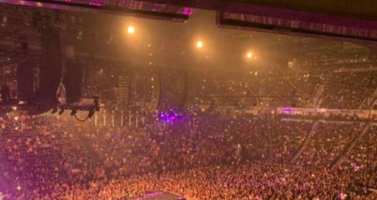 Κορωνοϊός: Βίντεο-σοκ από Βρετανία – Χιλιάδες άτομα σε συναυλίες