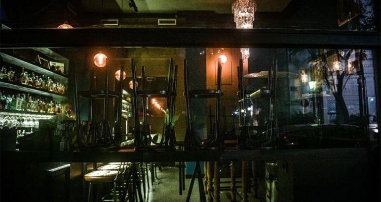 Κορωνοϊός: Σε ισχύ από τα μεσάνυχτα το «λουκέτο» σε μια σειρά επιχειρήσεων