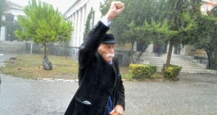 O Παναιτωλικός για τον Μανώλη Γλέζο: «Οι ηρωικές πράξεις μένουν στην ιστορία»