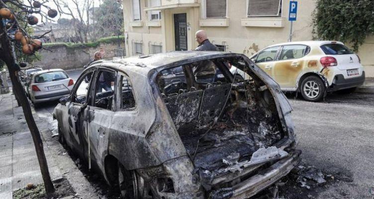 Έκαψε αυτοκίνητο και επικαλέστηκε ψυχολογικά προβλήματα λόγω κορωνοϊού! (Βίντεο)