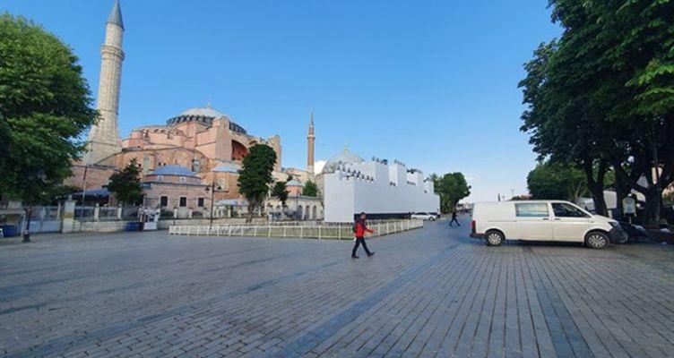 Ομαδικά πυρά από κυβέρνηση και αντιπολίτευση σε Ερντογάν για την προσευχή στην Αγ. Σοφιά