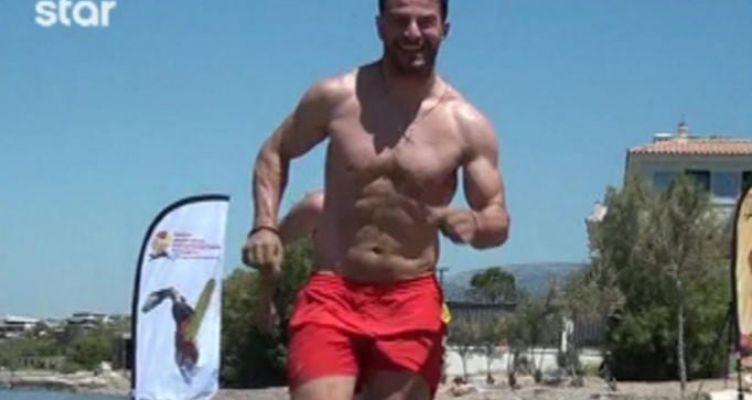 Ο Ηλείος Γιώργος Αγγελόπουλος ναυαγοσώστης έτοιμος να δώσει το φιλί της ζωής
