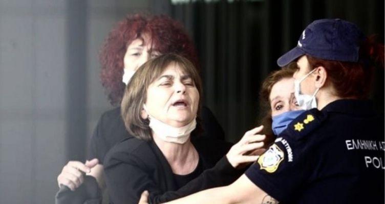 Δίκη Τοπαλούδη: Ξέσπασε η μητέρα της Ελένης κατά του δικηγόρου του Ροδίτη (Βίντεο)