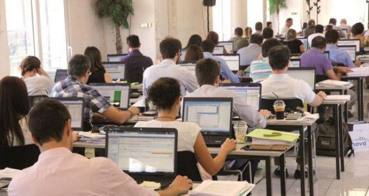 Μειώσεις μισθών: Η κυβέρνηση διαψεύδει αλλά… – Από την εκ περιτροπής εργασίας των ΠΝΠ στο SURE