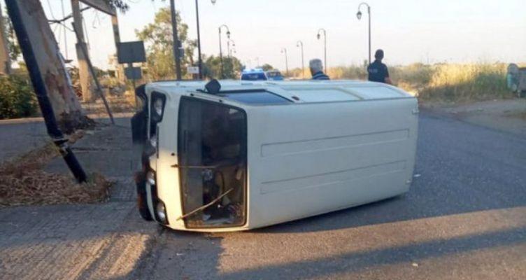 Μεσολόγγι: Αναποδογύρισε αυτοκίνητο μετά από σύγκρουση με ποδήλατο
