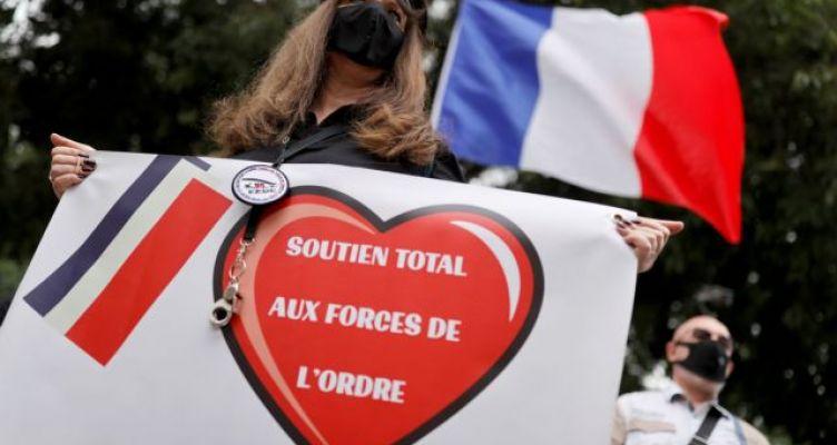 Γαλλία: Στους δρόμους σύζυγοι αστυνομικών – «Σεβαστείτε την αστυνομία μας»