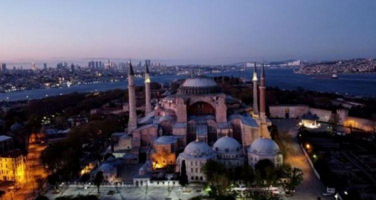 Στάση αναμονής από την ελληνική κυβέρνηση για την Αγία Σοφία