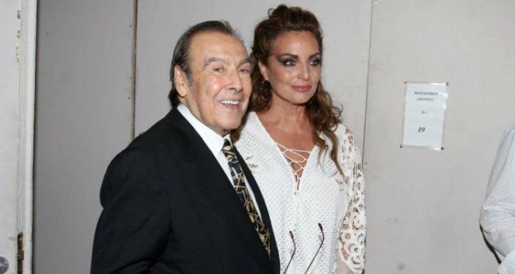 Τόλης Βοσκόπουλος: Σχεδόν αγνώριστος σε ταβέρνα με την Άντζελα Γκερέκου