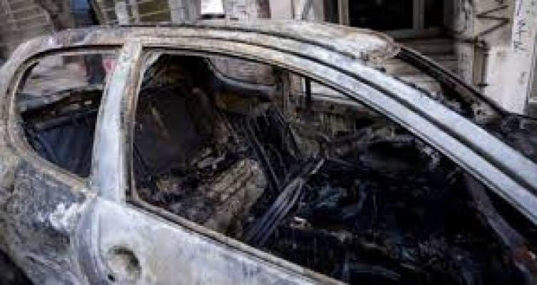 Κάηκε αυτοκίνητο στην πυλωτή πολυκατοικίας στο Μεσολόγγι