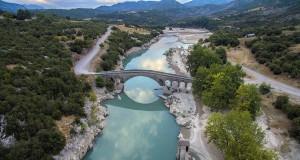 Το πετρόχτιστο γεφύρι της Τέμπλας, στον Αχελώο ποταμό(video) που ενώνει…